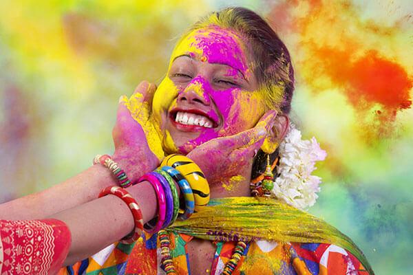 Holi Festival India Triunghiul de aur si Varanasi